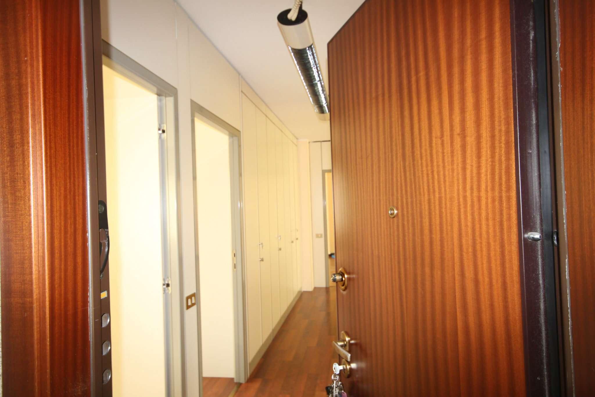 Ufficio / Studio in affitto a Corsico, 4 locali, prezzo € 1.350 | CambioCasa.it