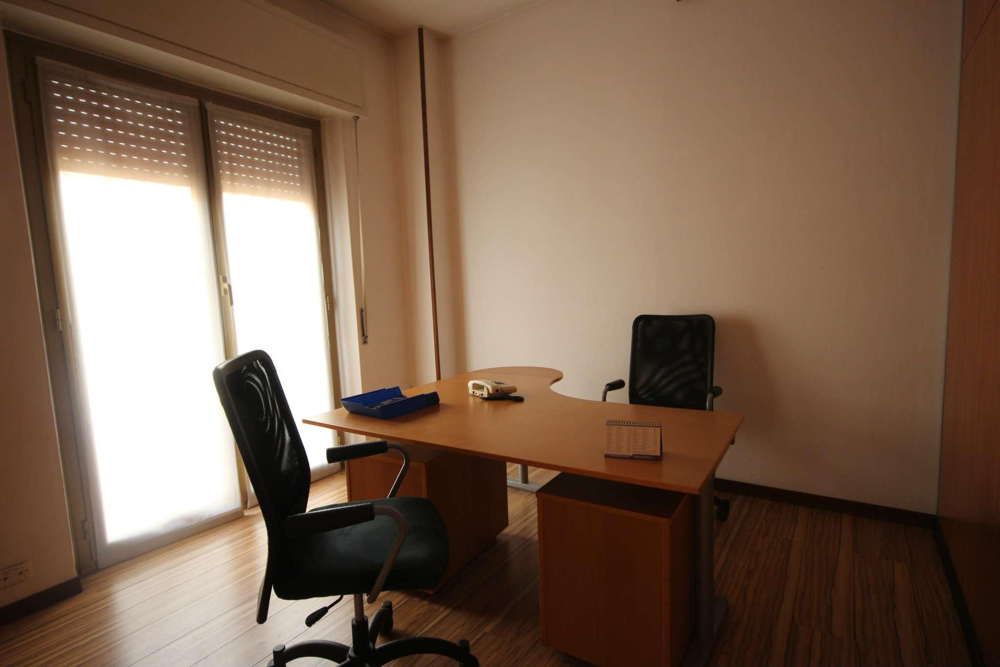 Ufficio / Studio in affitto a Corsico, 4 locali, prezzo € 1.000 | CambioCasa.it
