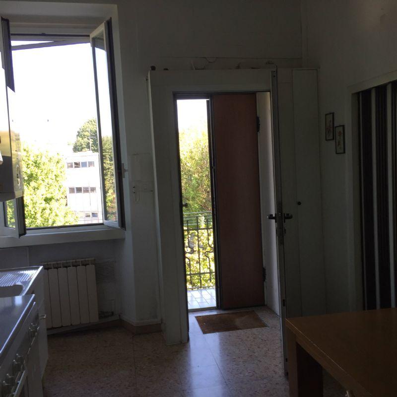 Bilocale Milano Via Varesina 4