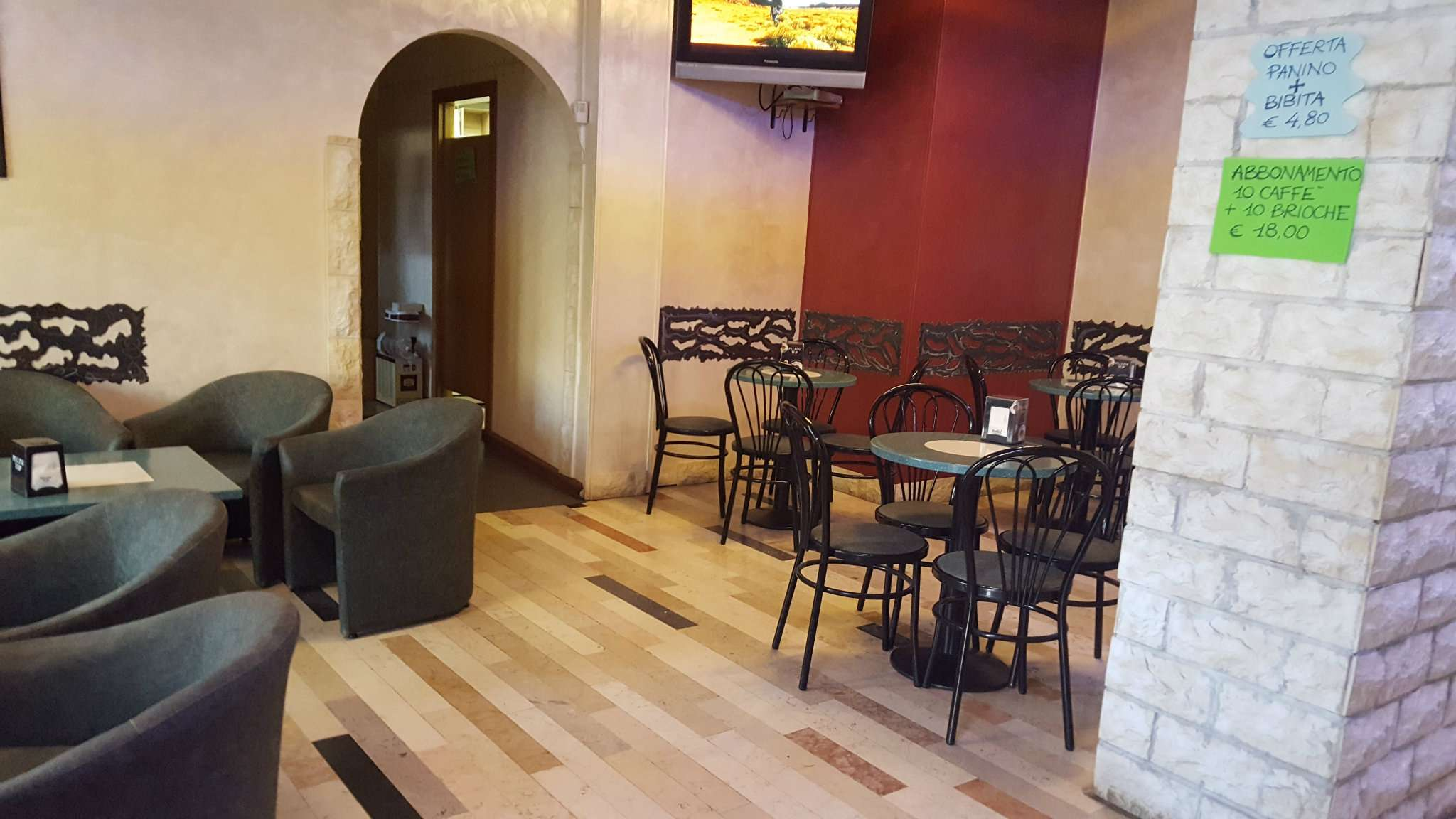 Bar in vendita a Trento, 2 locali, Trattative riservate | CambioCasa.it