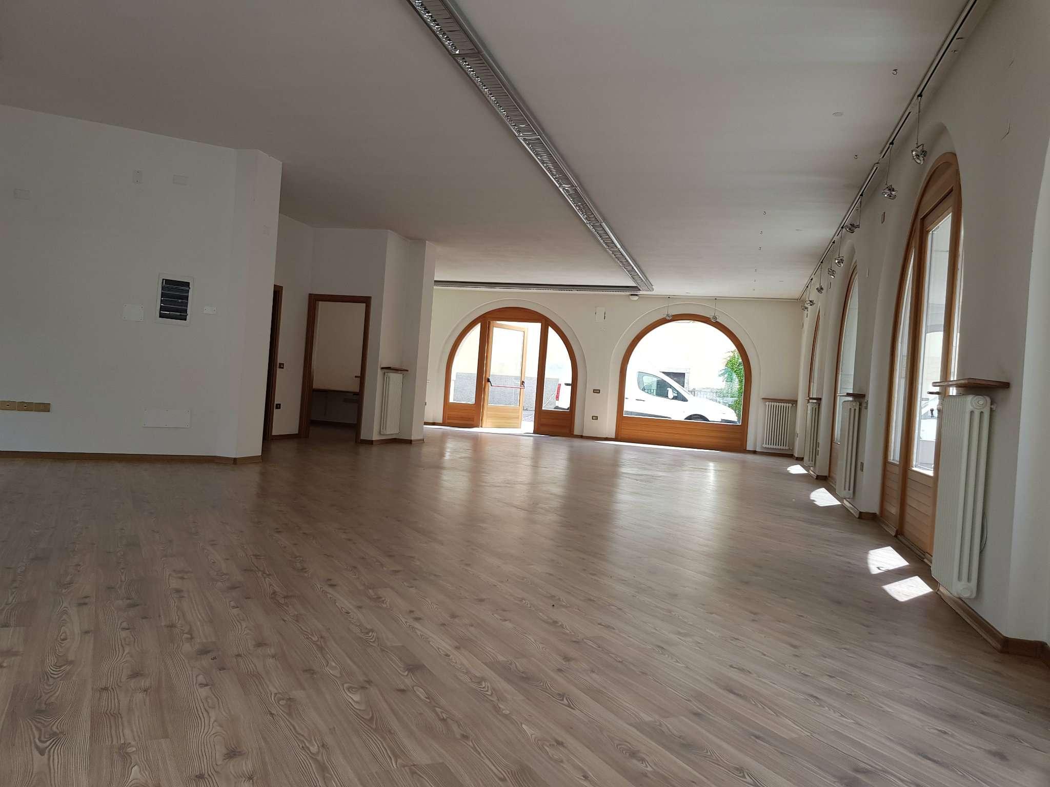 Ufficio / Studio in affitto a Cles, 9999 locali, prezzo € 1.500 | CambioCasa.it