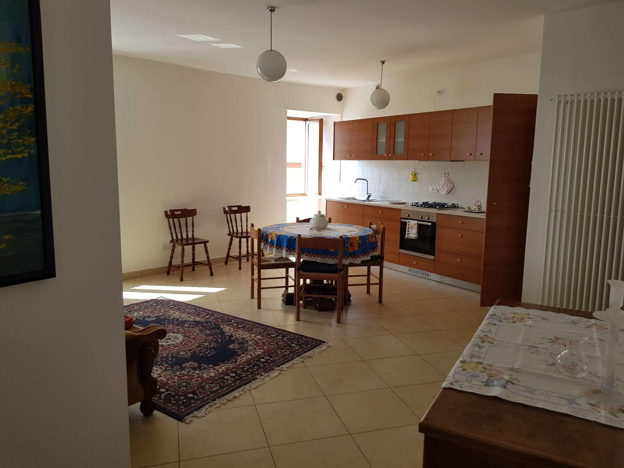 Appartamento in affitto a Cles, 4 locali, prezzo € 430 | CambioCasa.it