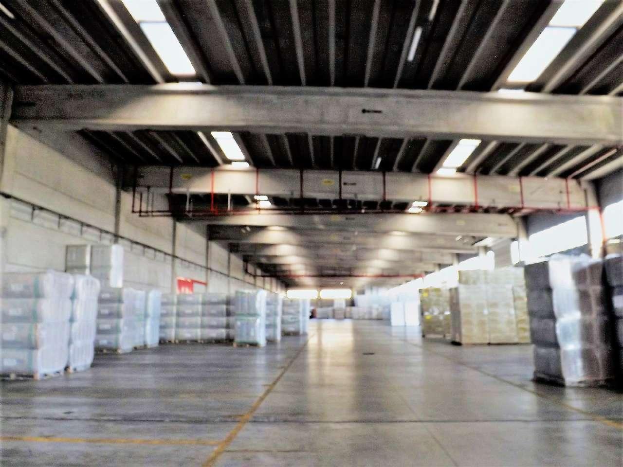Capannone in vendita a Chivasso, 3 locali, Trattative riservate | Cambio Casa.it