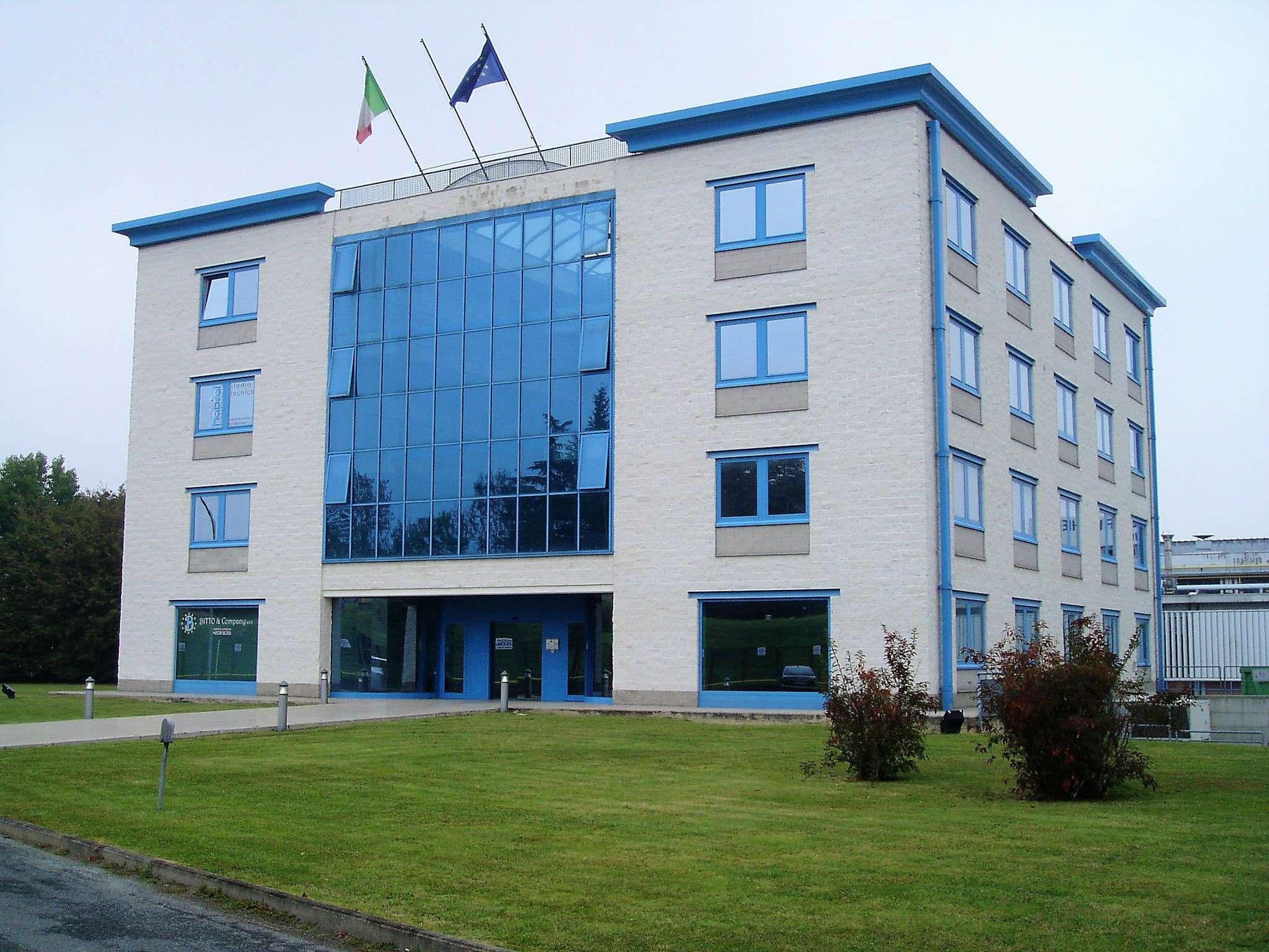 Immagine immobiliare INDUSTRIAL PARK BLU SKY 2 In prestigiosa palazzina, al piano secondo, ufficio in affitto, mq. 88, open space con servizi.Ipe 23,9 kWh/m3EURO 530 mensili