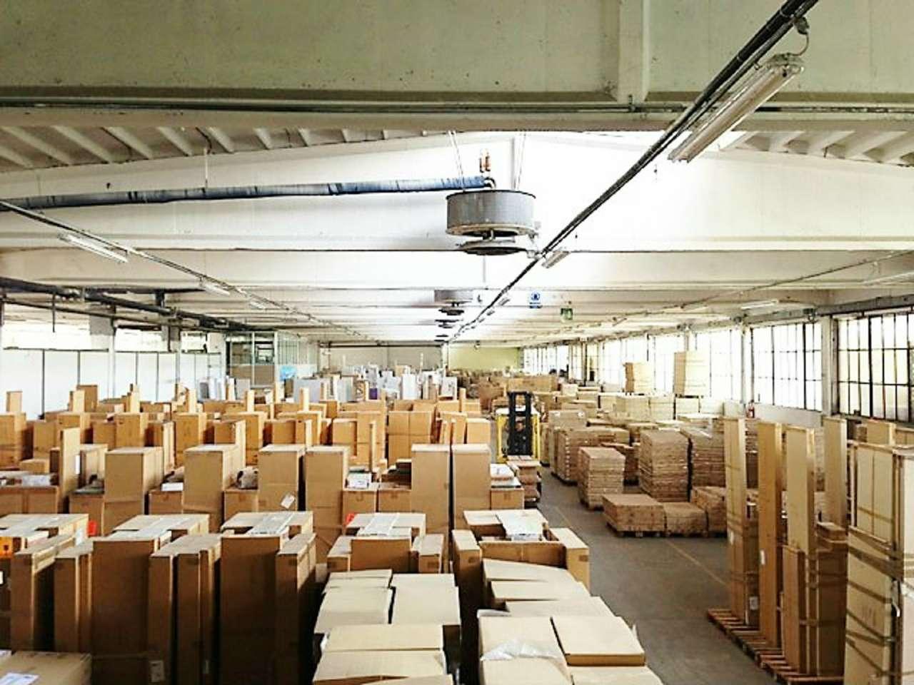 Immagine immobiliare CANDIOLO - ADIACENTE TANGENZIALE TORINO PINEROLO Fronte strada capannone, deposito, magazzino uso terziario di 7200 mq. Ampliabile per ulteriori 4000 mq. Uffici 400 mq. Appartamento custode mq. 100.Totale terreno 23.000 mq....