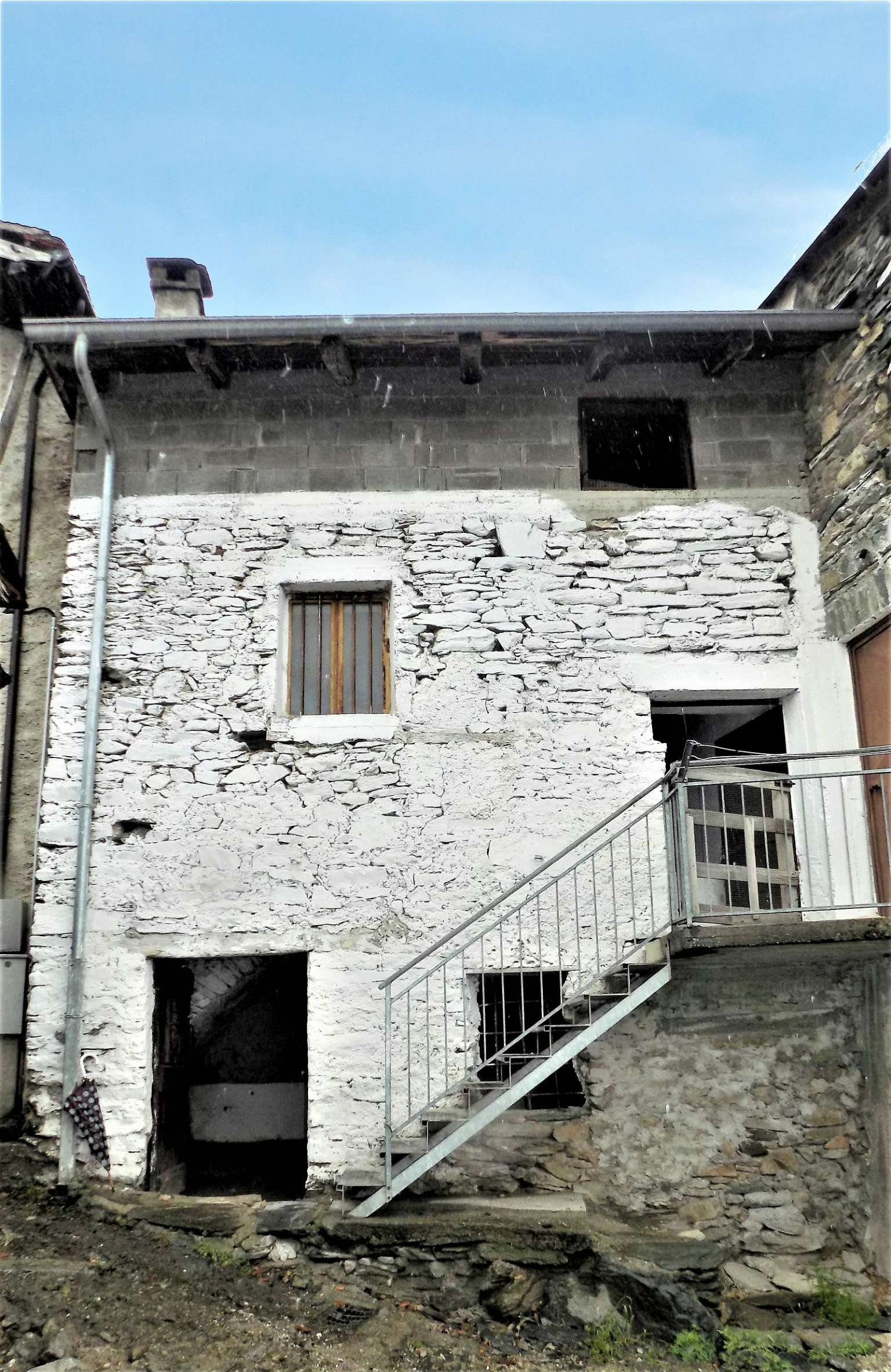 Foto 1 di Casa indipendente borgata ganduglia, Mompantero