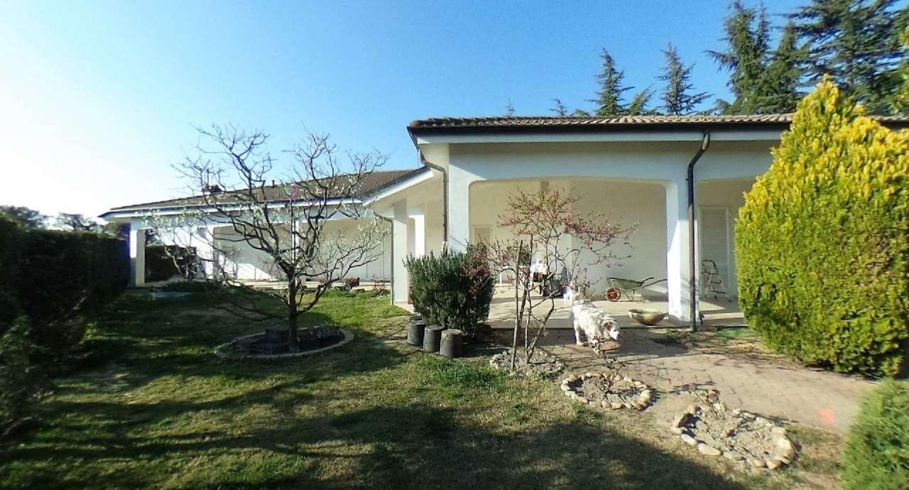 Foto 1 di Villa via pettinati, Cellarengo