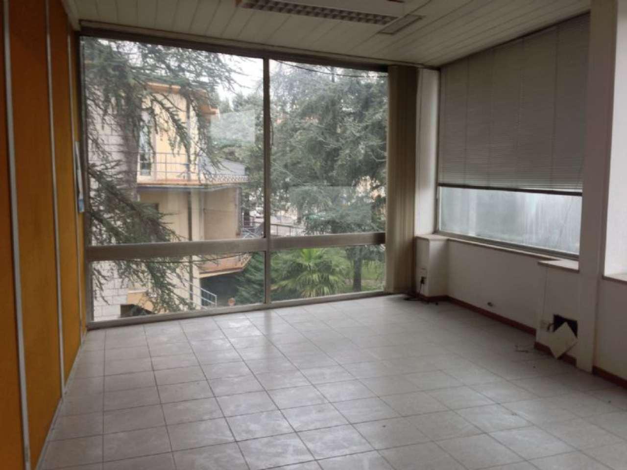 Ufficio / Studio in affitto a Desenzano del Garda, 3 locali, prezzo € 3.600 | Cambio Casa.it