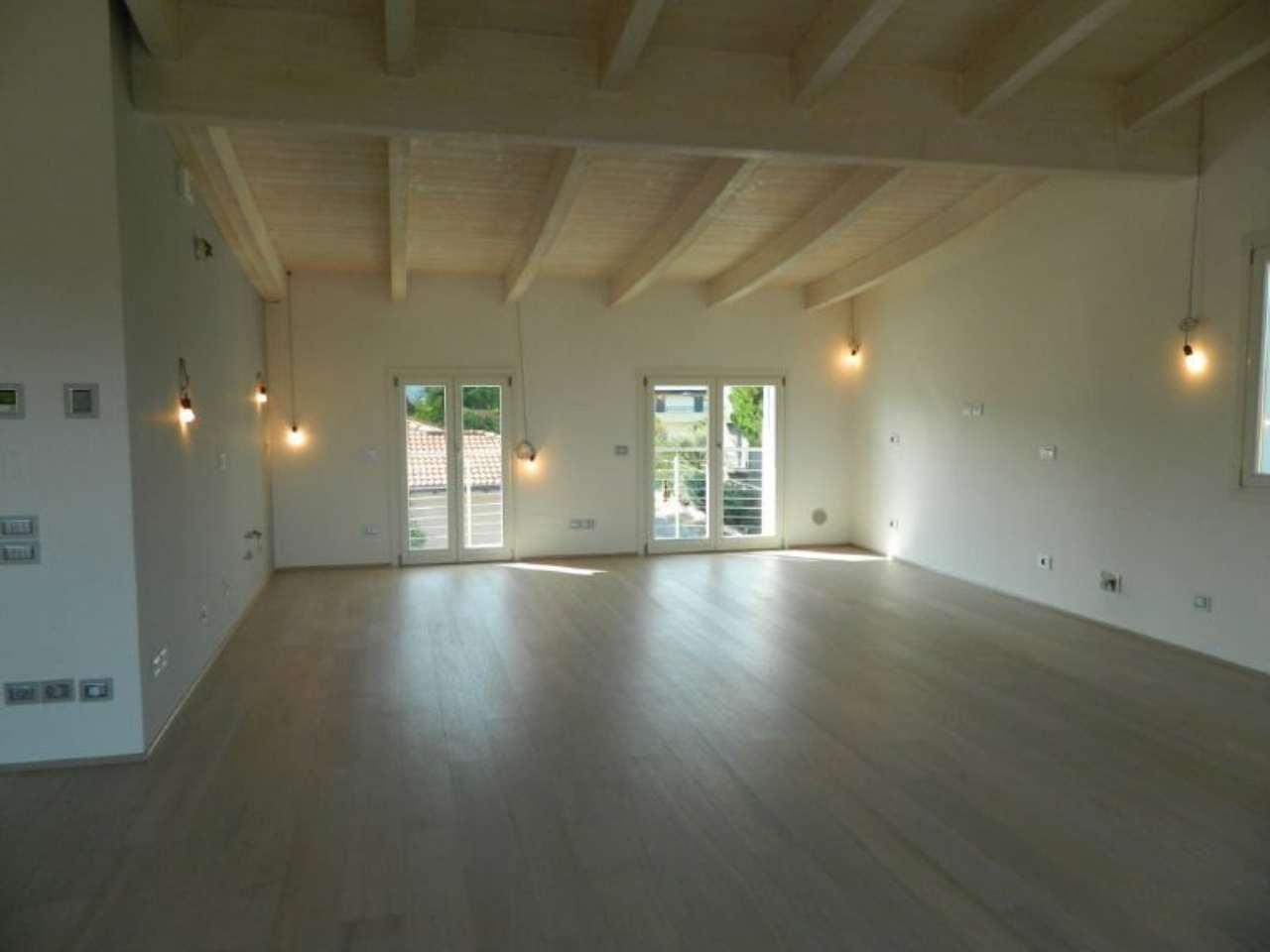 Attico / Mansarda in vendita a Desenzano del Garda, 4 locali, prezzo € 980.000 | Cambio Casa.it