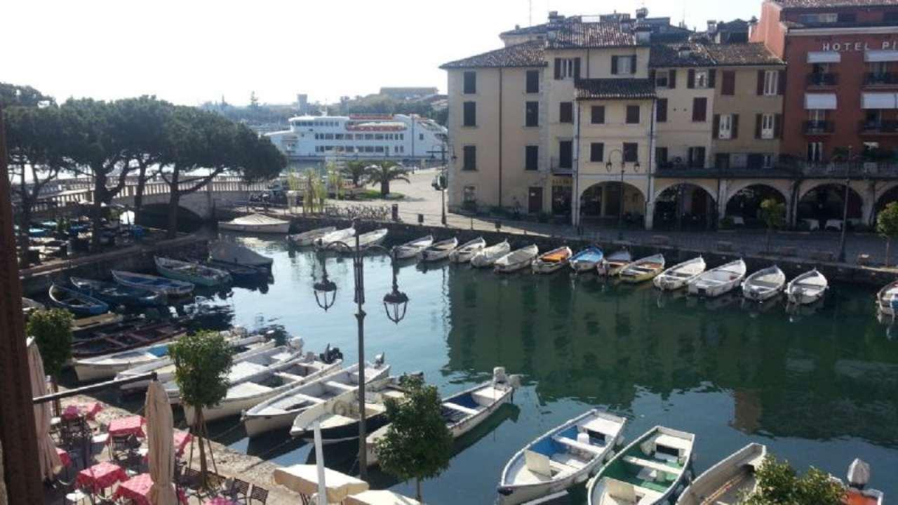 Palazzo / Stabile in vendita a Desenzano del Garda, 20 locali, prezzo € 4.500.000   Cambio Casa.it