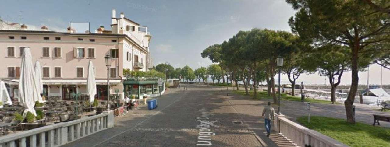 Attività / Licenza in vendita a Desenzano del Garda, 2 locali, prezzo € 160.000   Cambio Casa.it