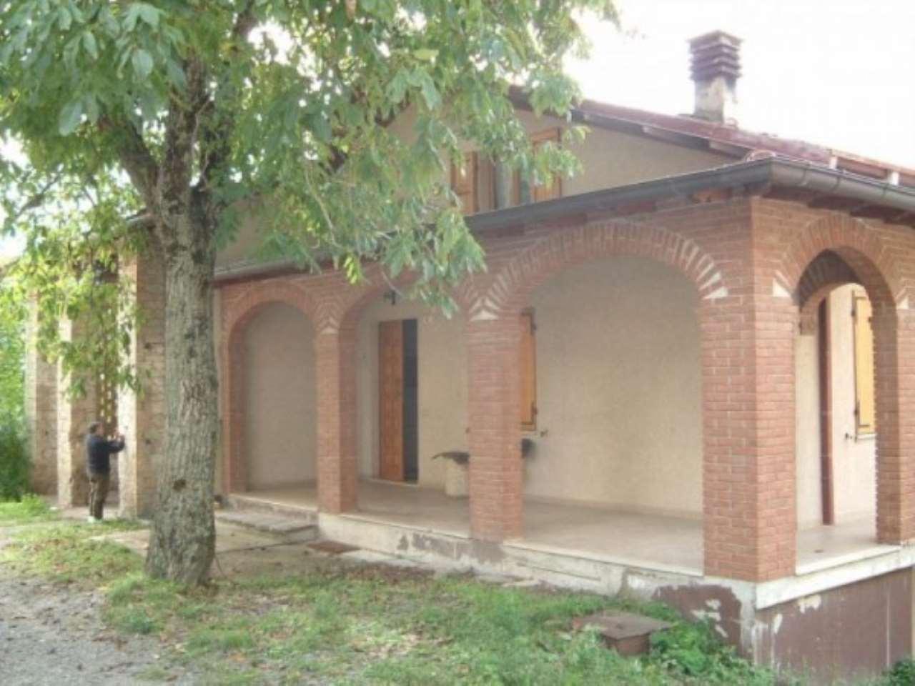Villa in vendita a Carpineti, 5 locali, Trattative riservate | Cambio Casa.it