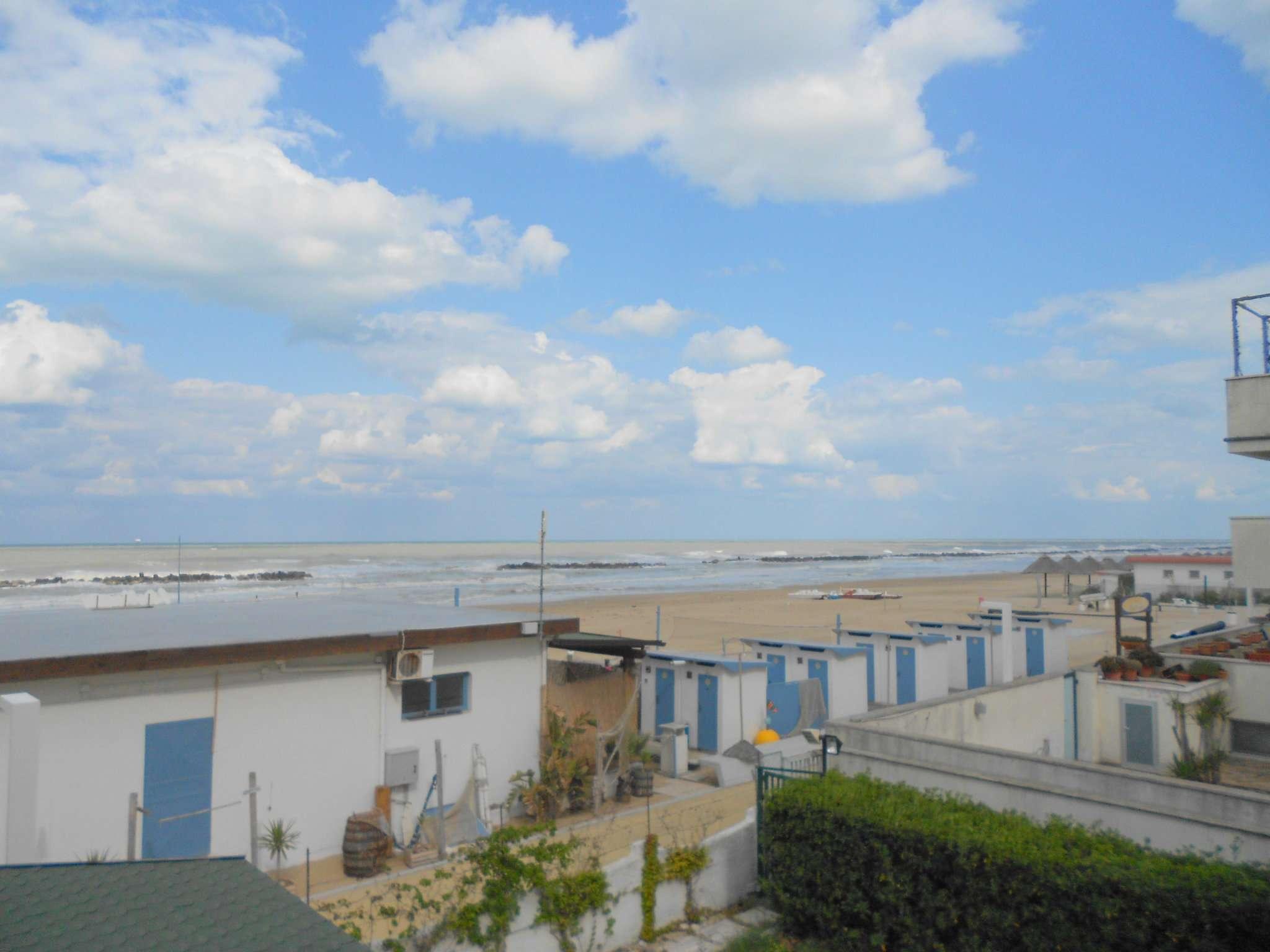Soluzione indipendente con giardino esclusivo a Francavilla al Mare a 20 mt dalla spiaggia. Rif.10683549