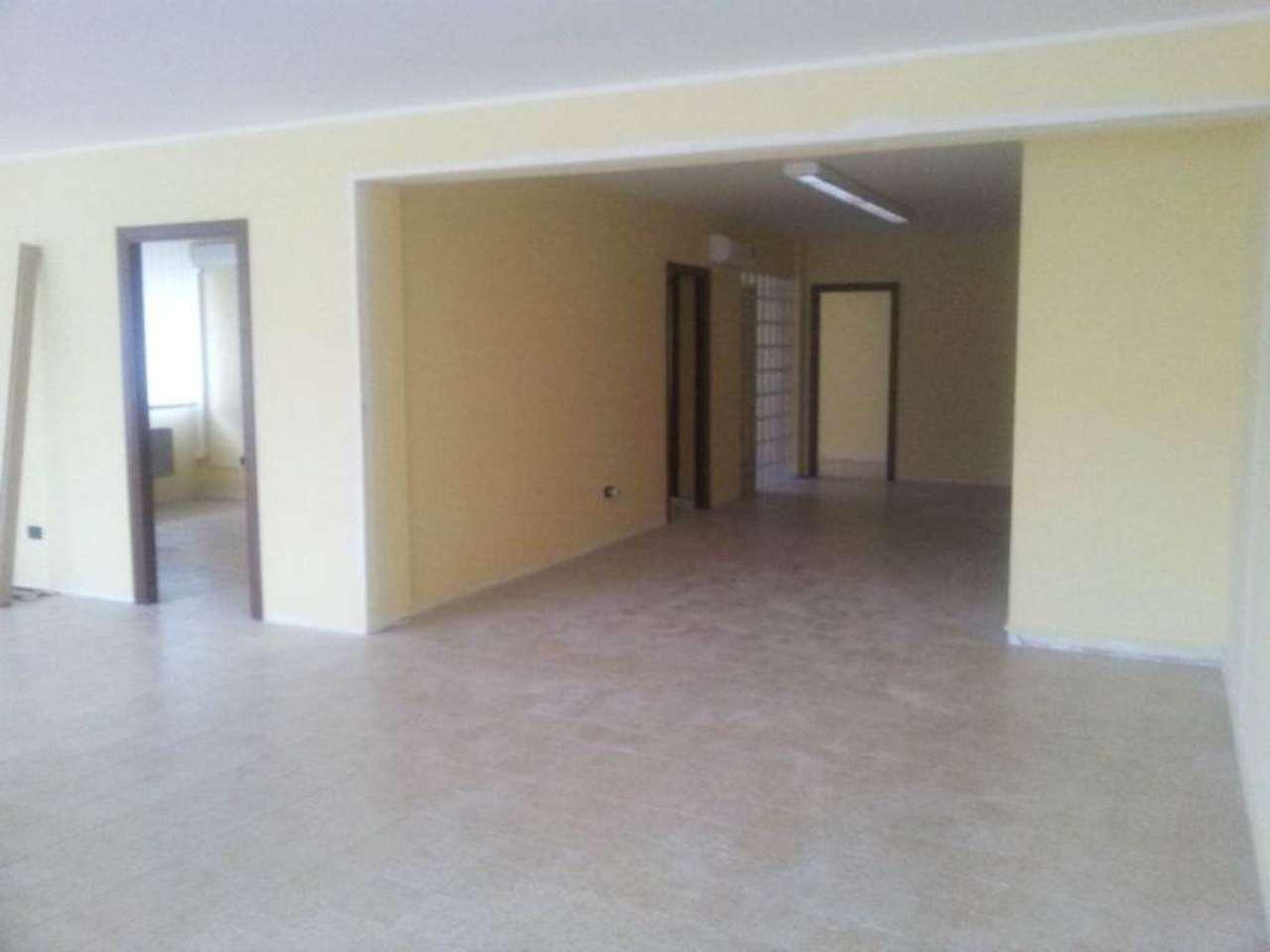 Ufficio / Studio in affitto a Pescara, 3 locali, prezzo € 900 | Cambio Casa.it