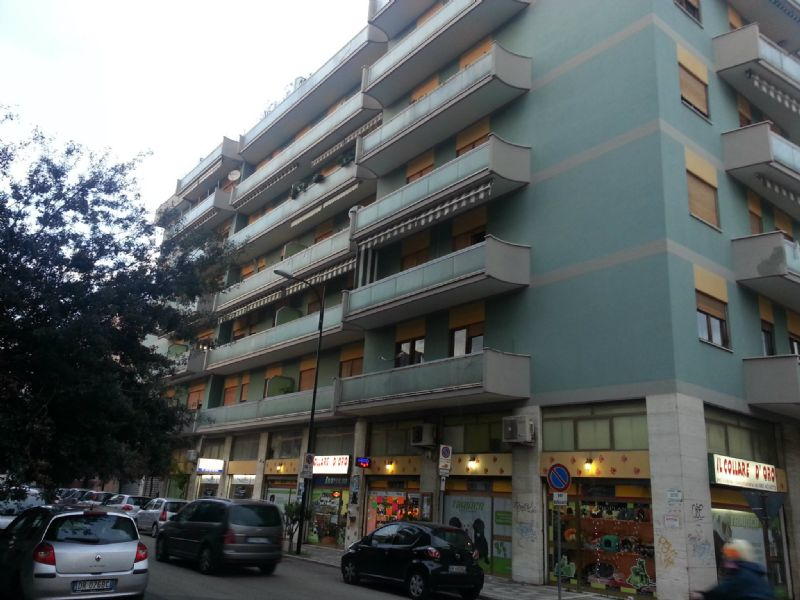 Negozio / Locale in affitto a Pescara, 2 locali, prezzo € 450 | Cambio Casa.it