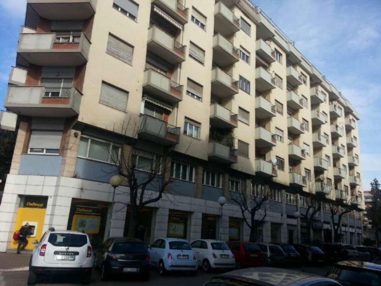 Negozio / Locale in affitto a Pescara, 2 locali, prezzo € 700 | Cambio Casa.it