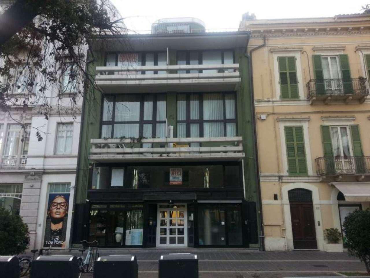 Ufficio / Studio in affitto a Pescara, 2 locali, prezzo € 550 | Cambio Casa.it