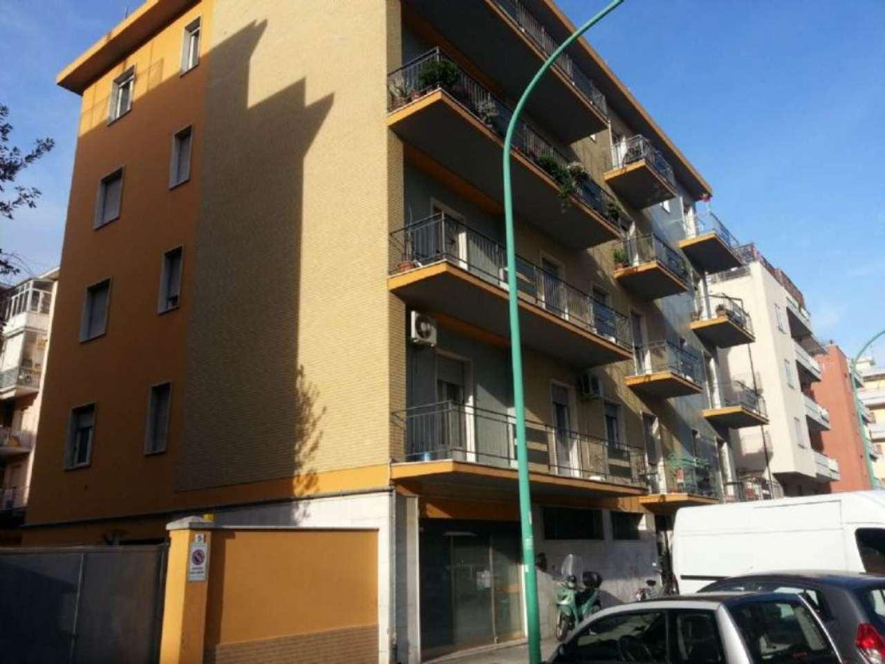 Negozio / Locale in affitto a Pescara, 2 locali, prezzo € 500 | Cambio Casa.it