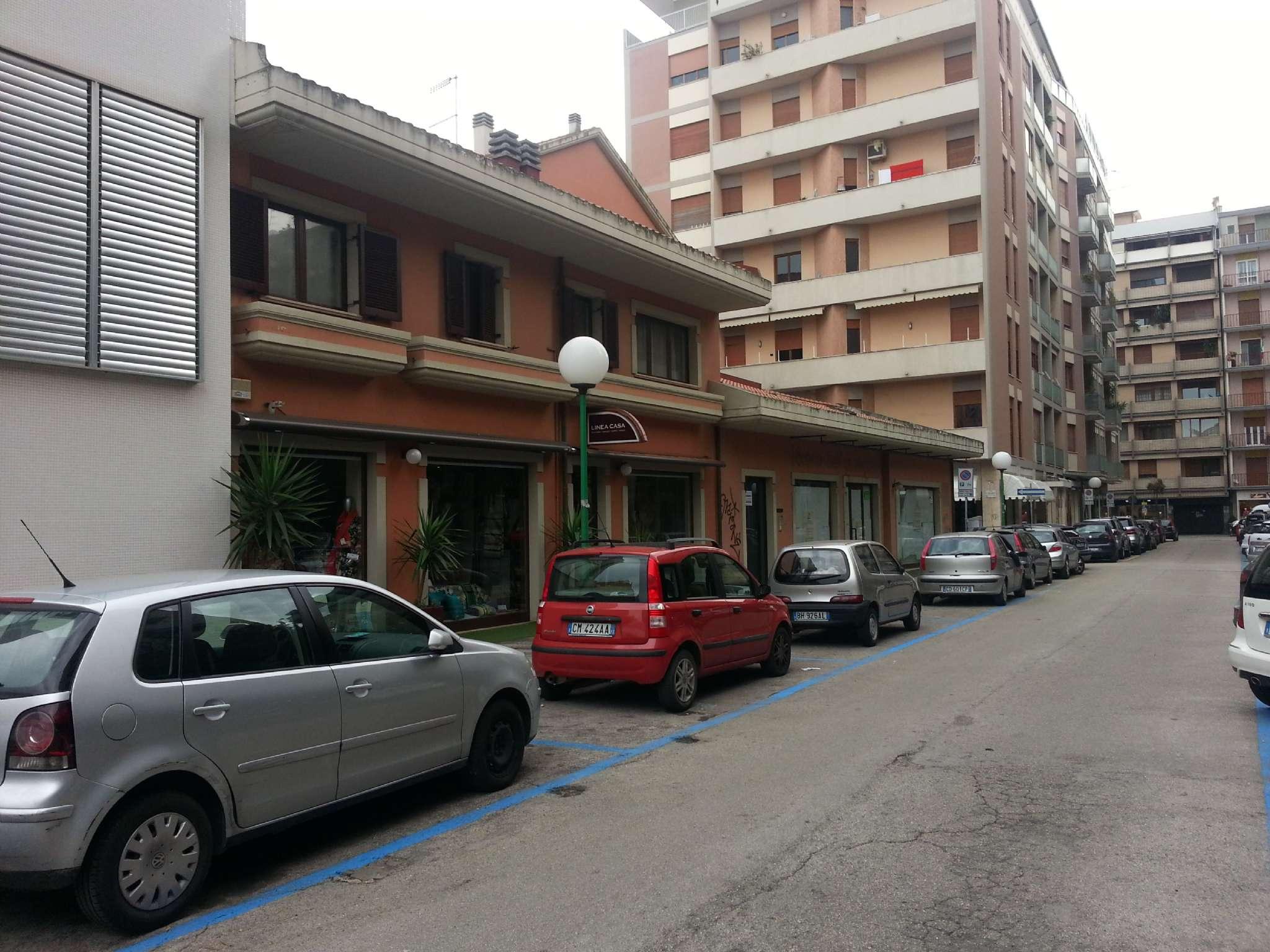 Negozio / Locale in affitto a Pescara, 2 locali, prezzo € 3.500 | CambioCasa.it
