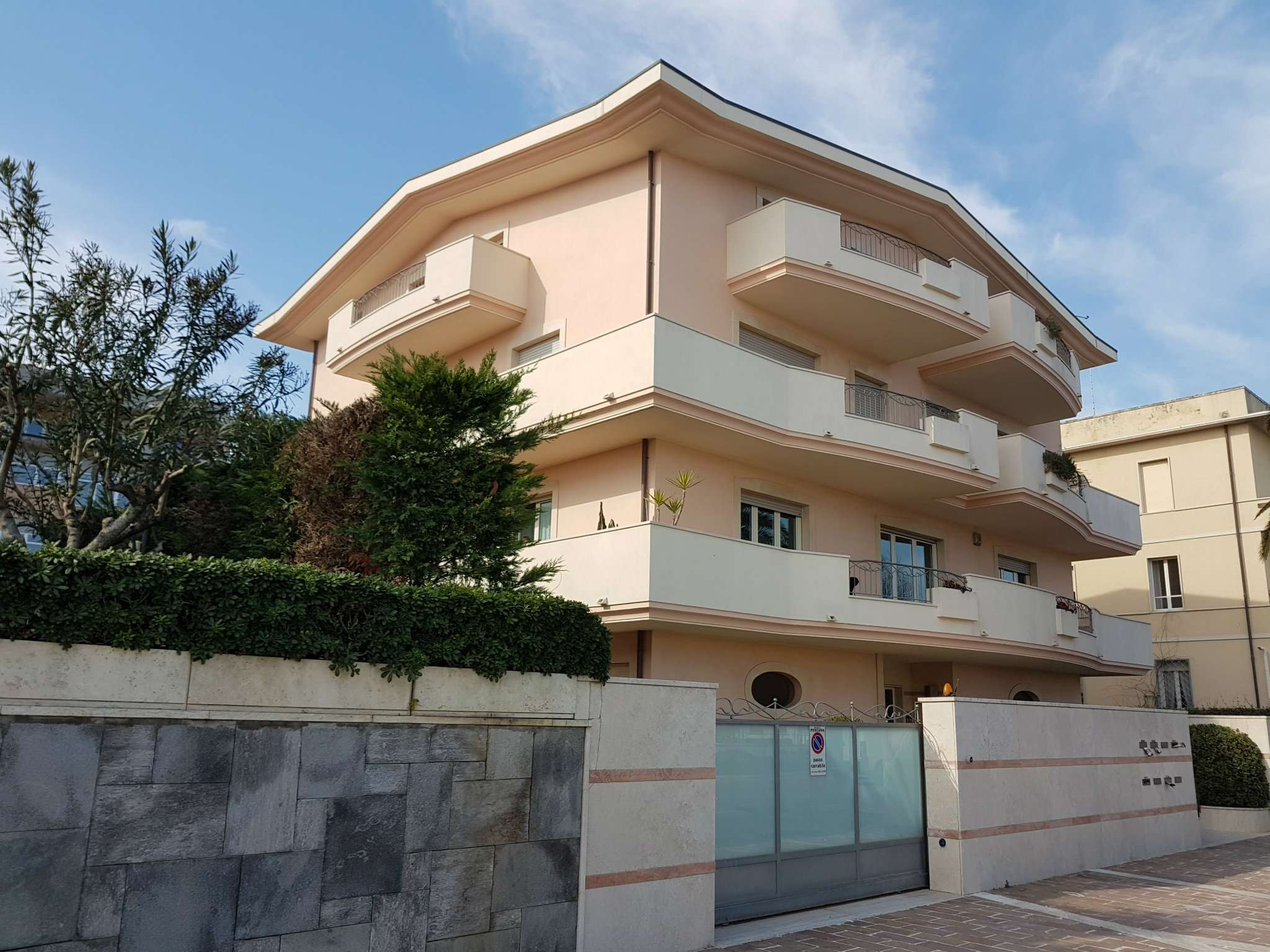 Attico / Mansarda in affitto a Pescara, 9999 locali, prezzo € 2.300 | CambioCasa.it
