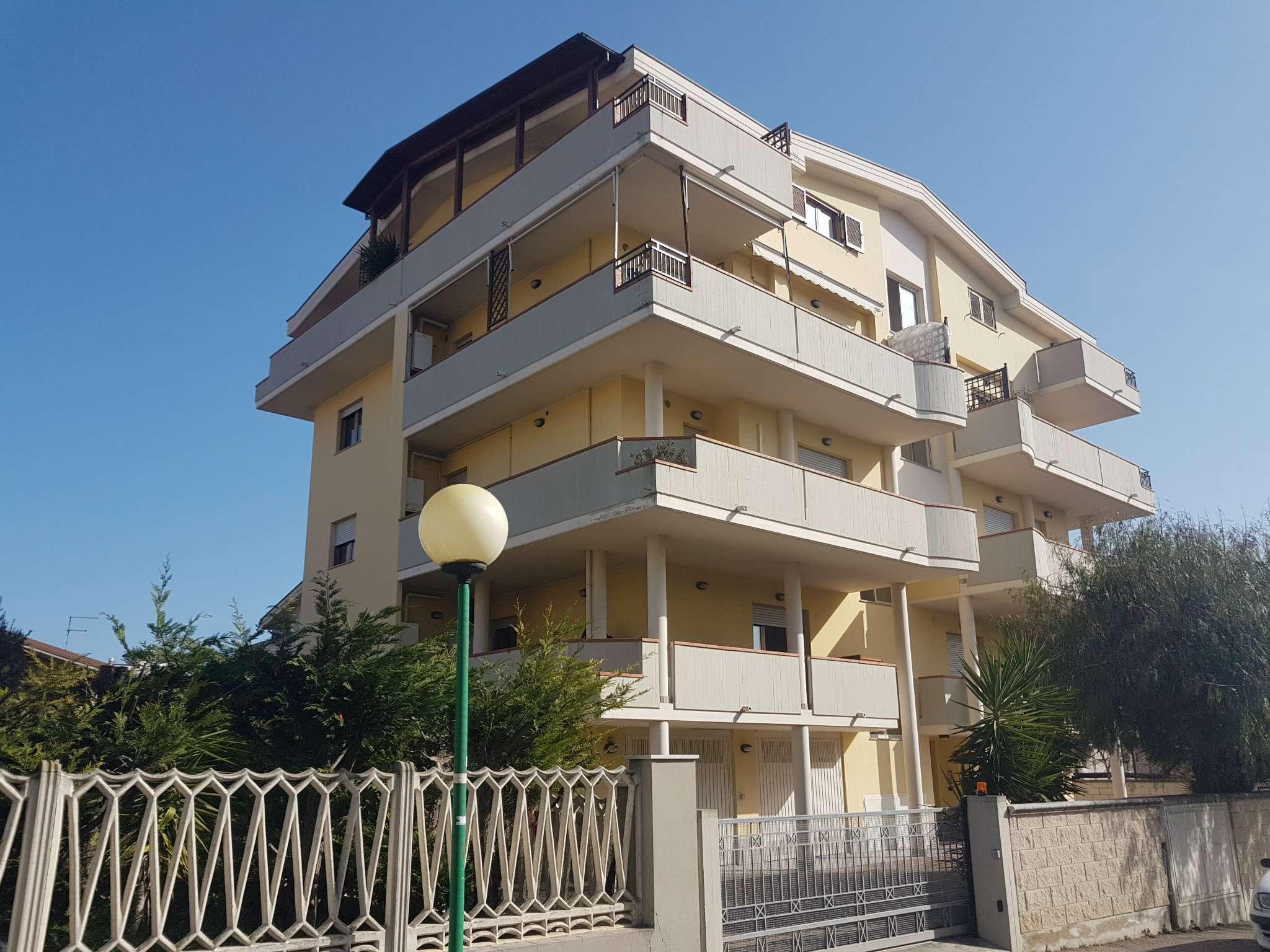 Appartamento in affitto a Pescara, 7 locali, prezzo € 600   Cambio Casa.it