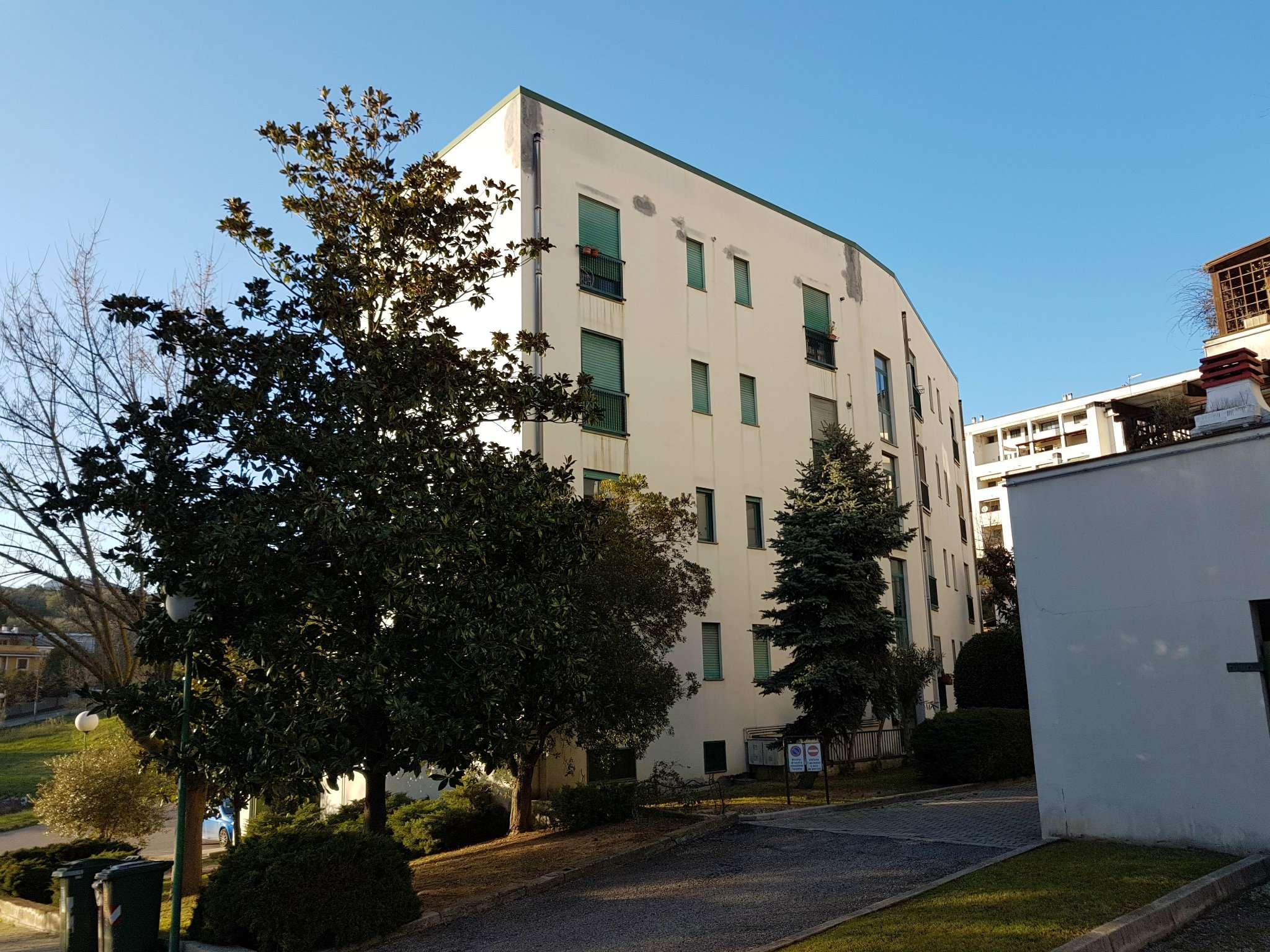 Appartamento in affitto a Pescara, 7 locali, prezzo € 500 | Cambio Casa.it