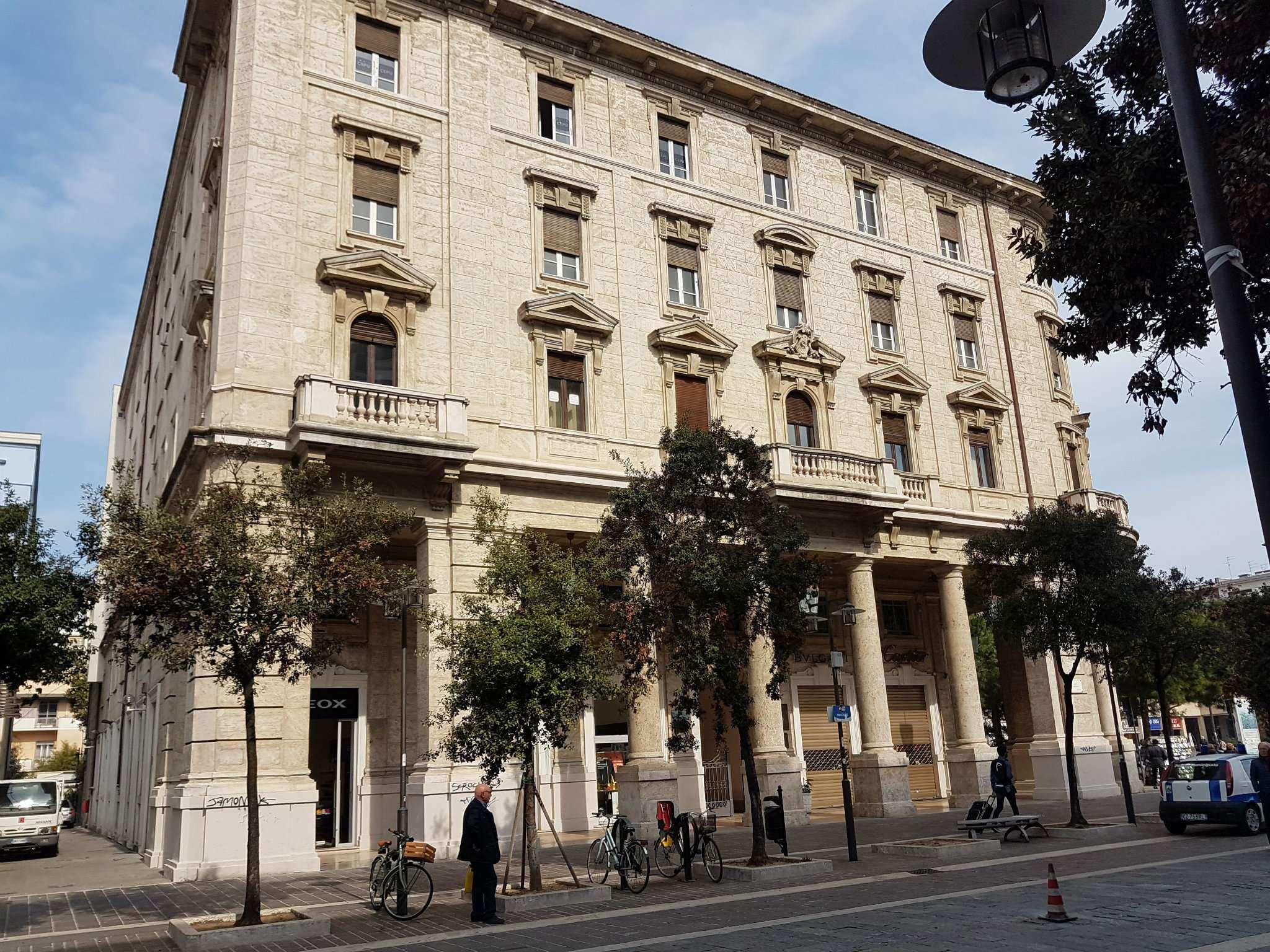 Ufficio / Studio in affitto a Pescara, 5 locali, prezzo € 1.100 | Cambio Casa.it