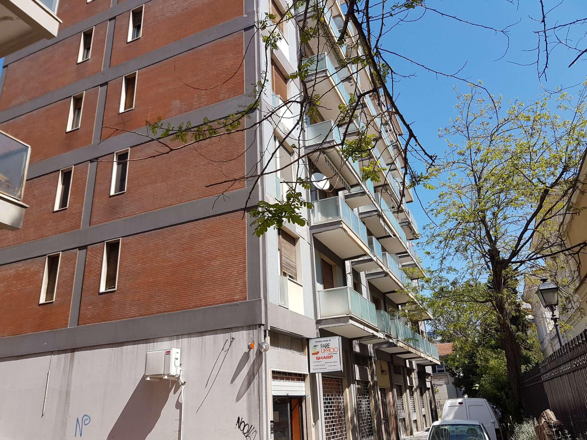 Negozio / Locale in affitto a Pescara, 3 locali, prezzo € 500 | CambioCasa.it