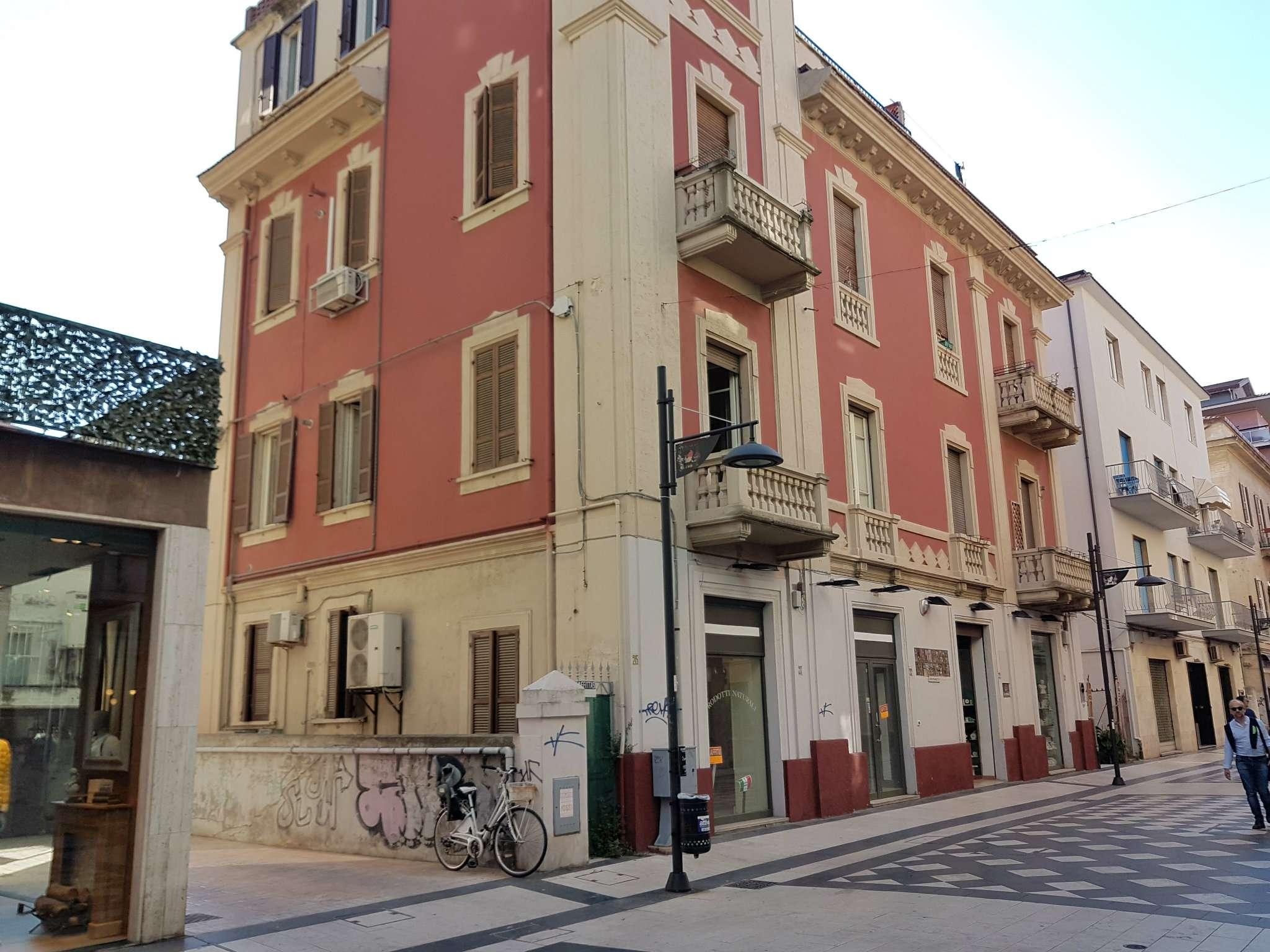 Negozio / Locale in affitto a Pescara, 3 locali, prezzo € 3.000 | Cambio Casa.it