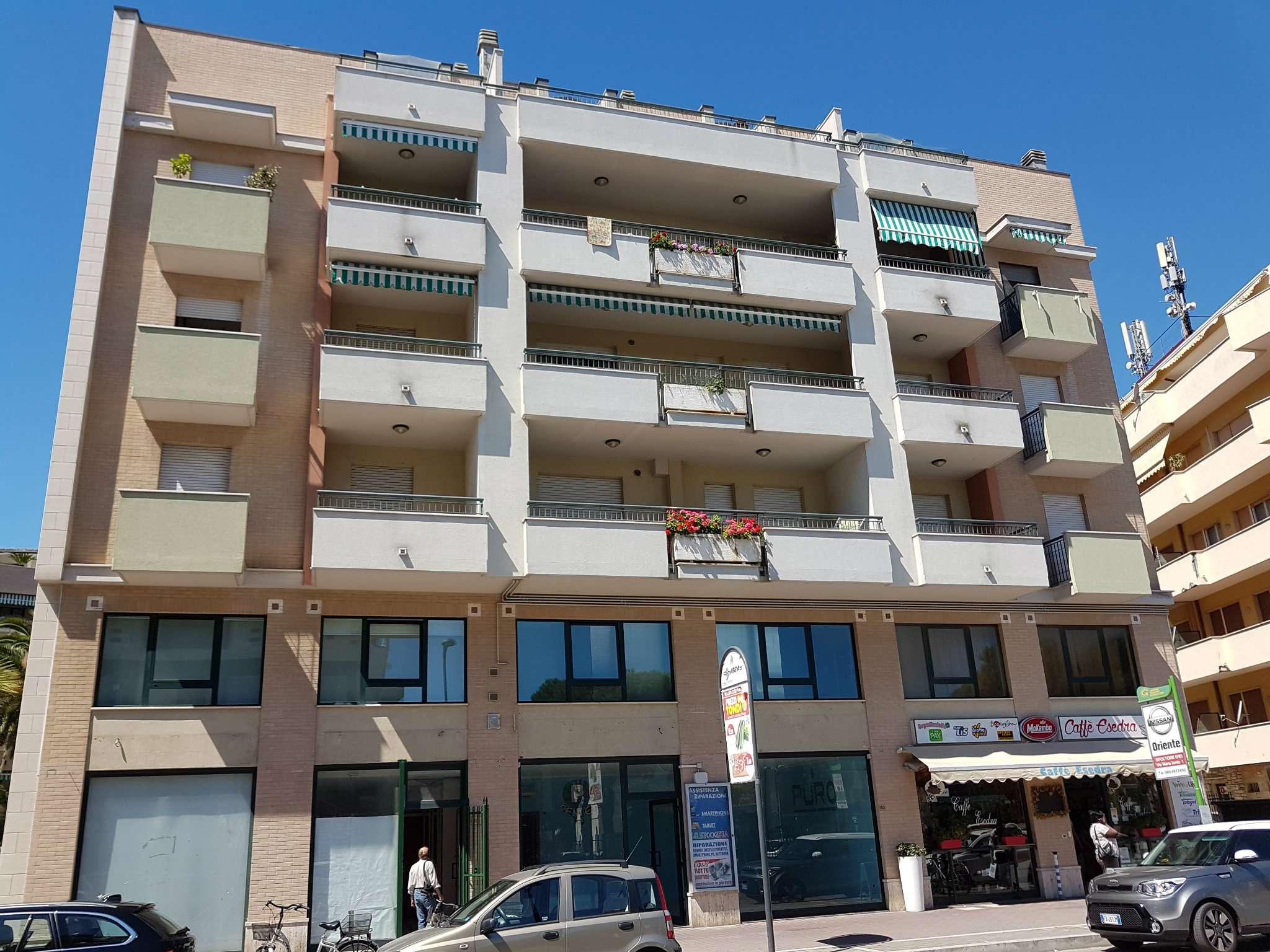 Negozio / Locale in affitto a Pescara, 2 locali, prezzo € 900 | CambioCasa.it