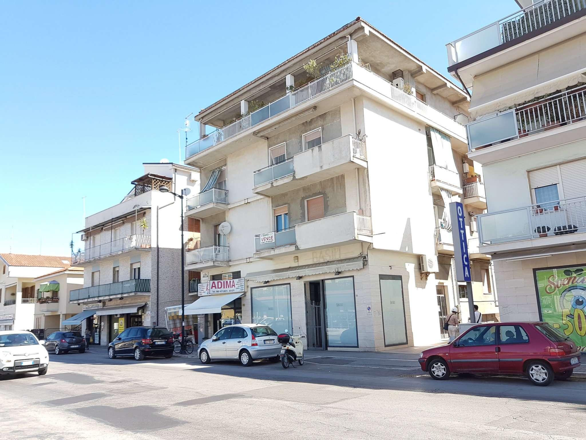 Negozio / Locale in affitto a Pescara, 4 locali, prezzo € 1.500 | CambioCasa.it