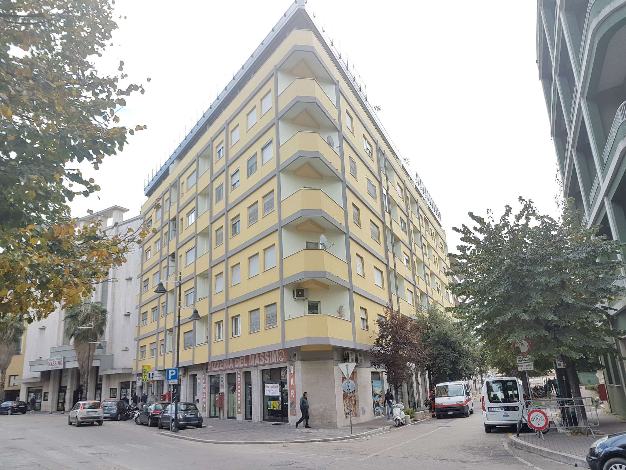 Ufficio / Studio in affitto a Pescara, 2 locali, prezzo € 900 | CambioCasa.it