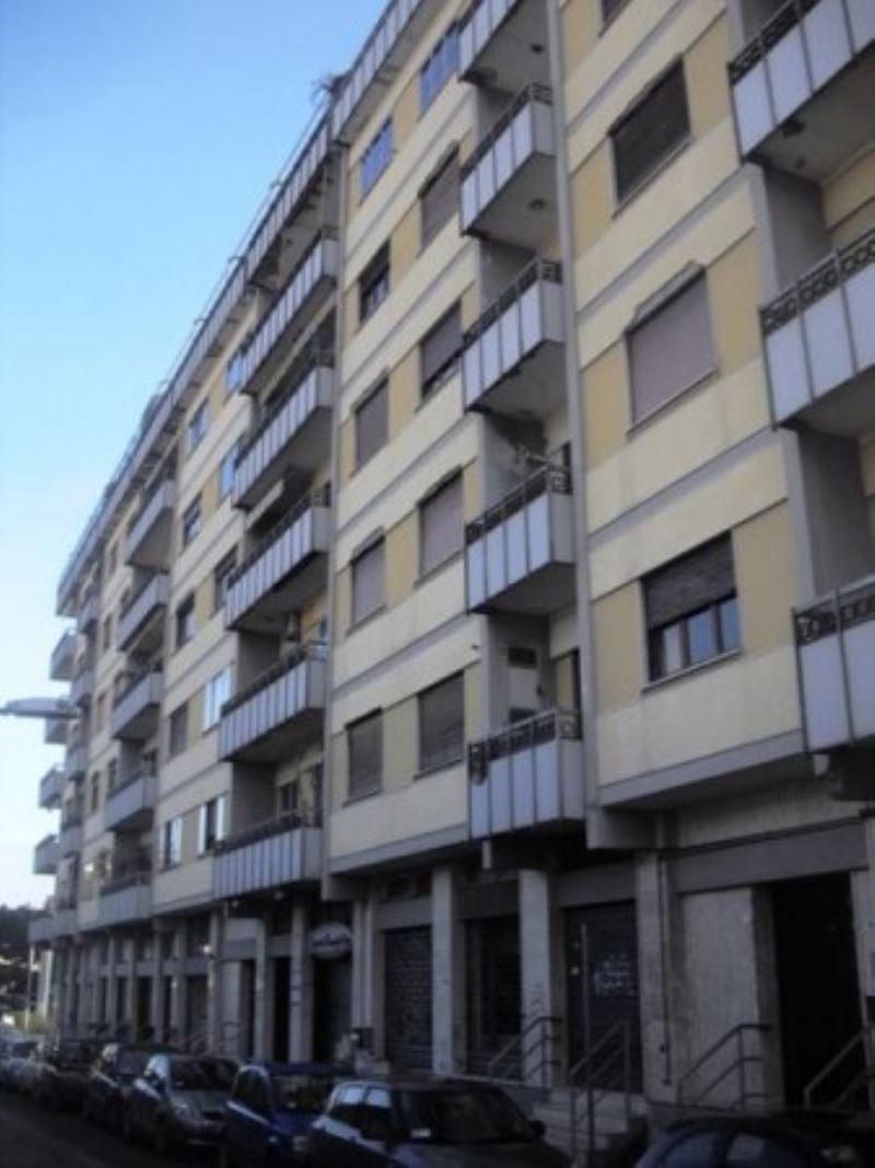 Attività / Licenza in affitto a Pescara, 9999 locali, prezzo € 2.000 | Cambio Casa.it
