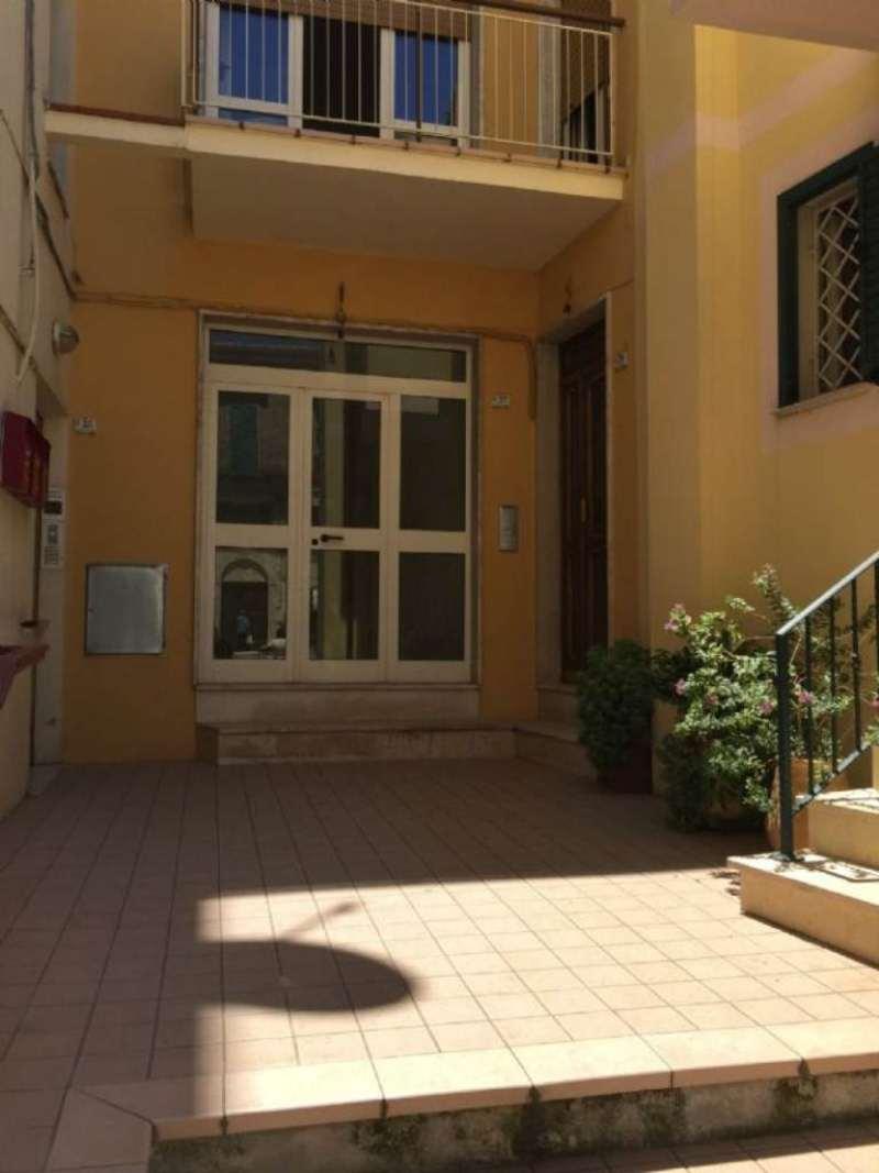 Negozio / Locale in affitto a Città Sant'Angelo, 2 locali, prezzo € 450 | CambioCasa.it