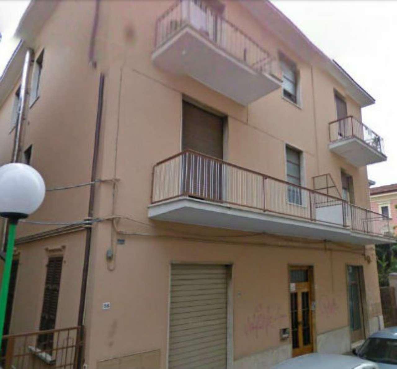 Negozio / Locale in affitto a Pescara, 3 locali, prezzo € 650 | Cambio Casa.it