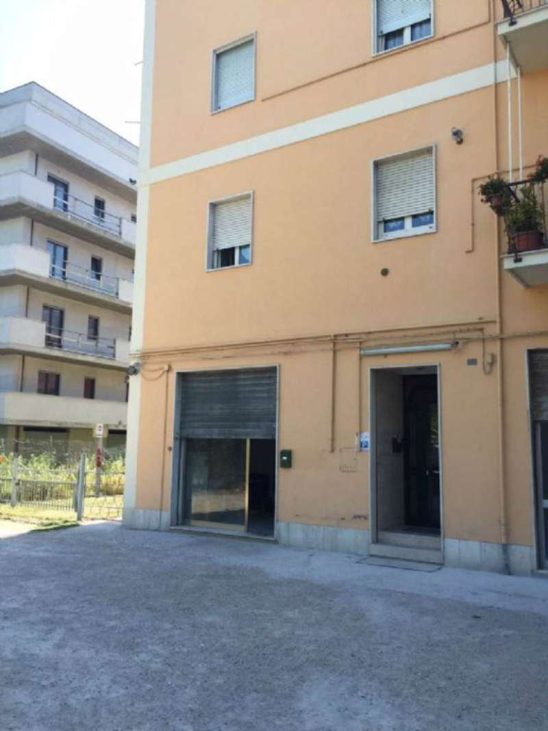 Magazzino in vendita a Pescara, 1 locali, prezzo € 700 | Cambio Casa.it