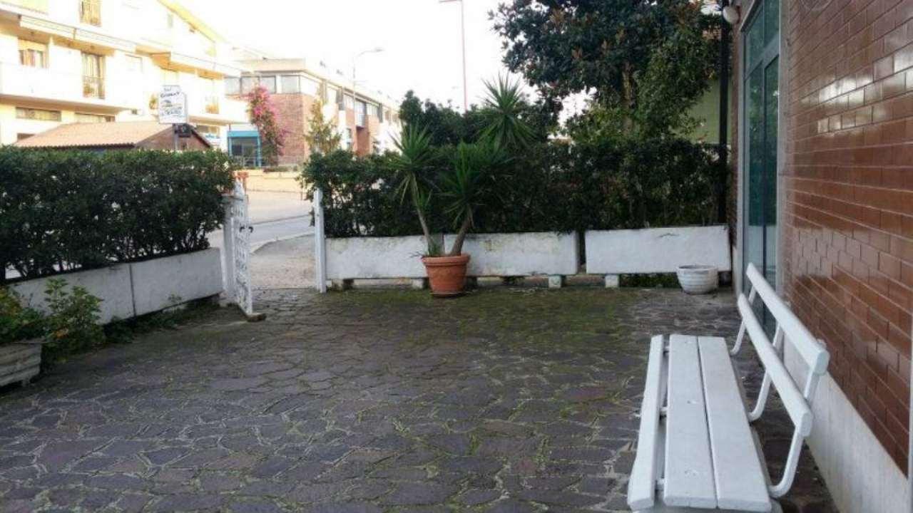 Negozio / Locale in affitto a Montesilvano, 2 locali, prezzo € 900 | Cambio Casa.it