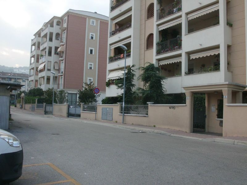 garage-Box-posto auto Affitto Montesilvano