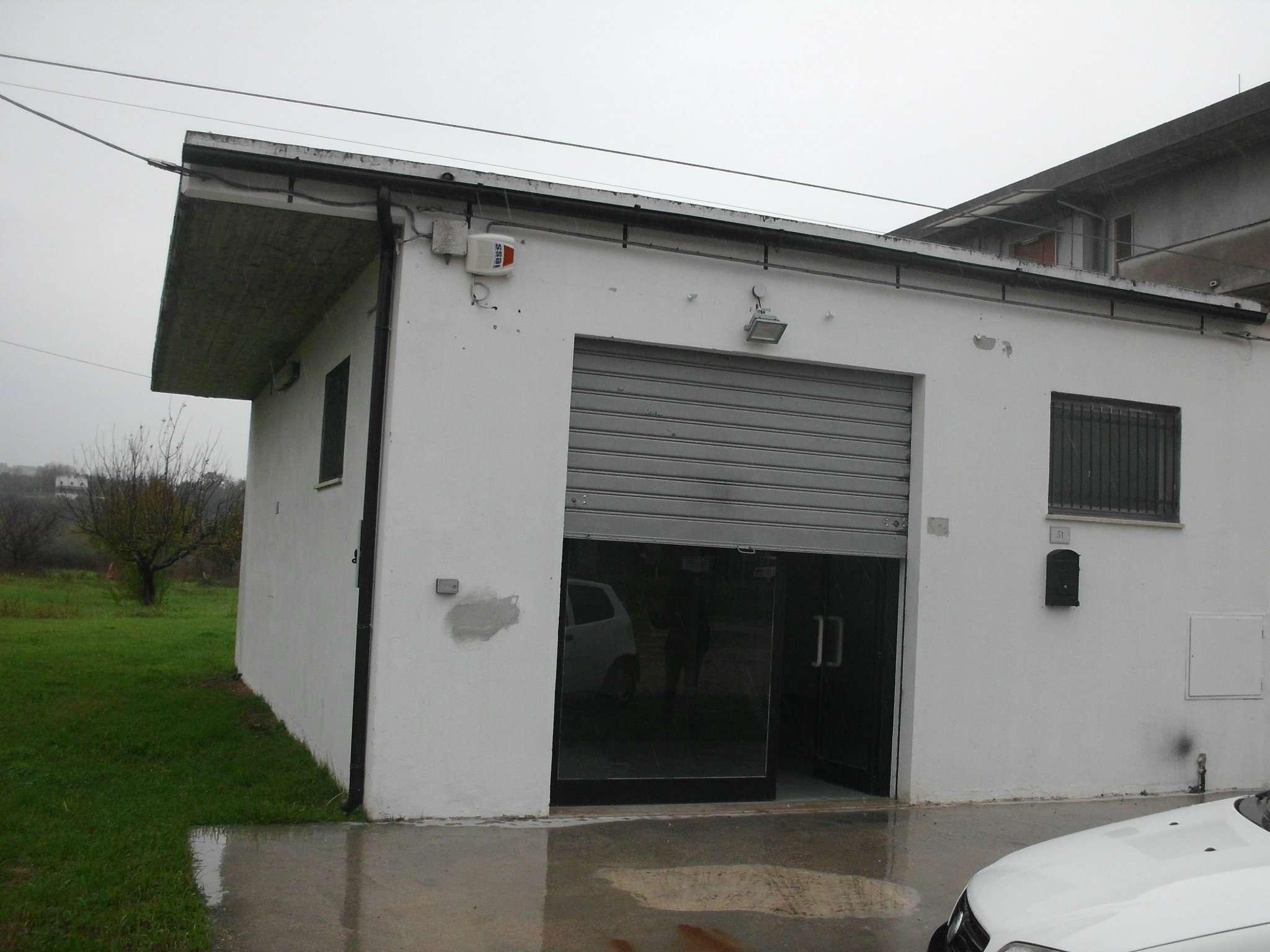 Negozio / Locale in affitto a Moscufo, 1 locali, prezzo € 400 | Cambio Casa.it