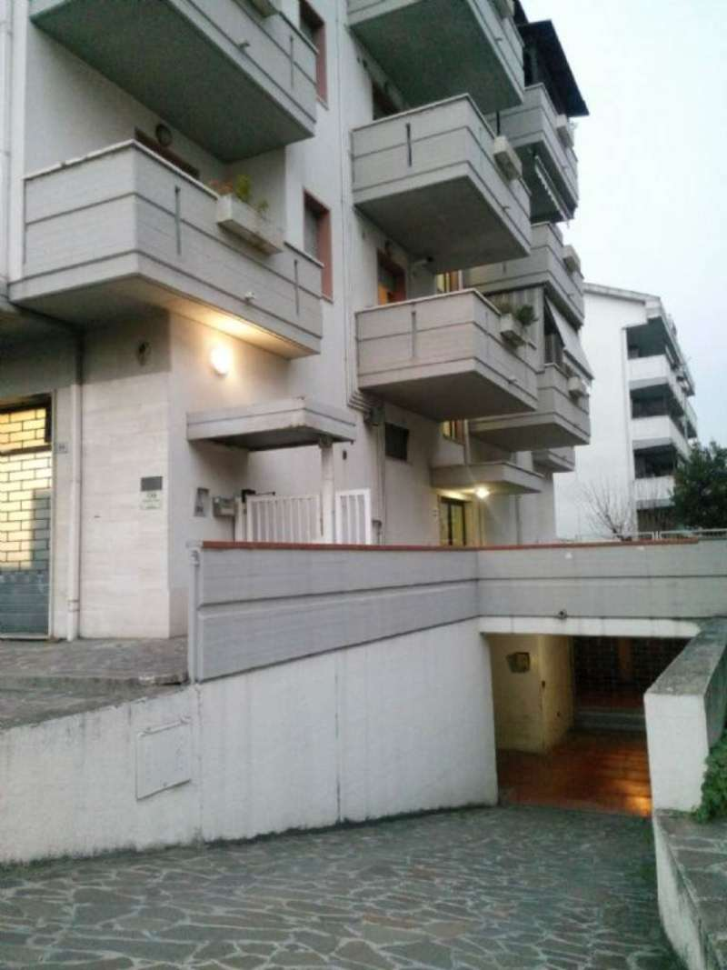 Magazzino in affitto a Città Sant'Angelo, 2 locali, prezzo € 150 | CambioCasa.it