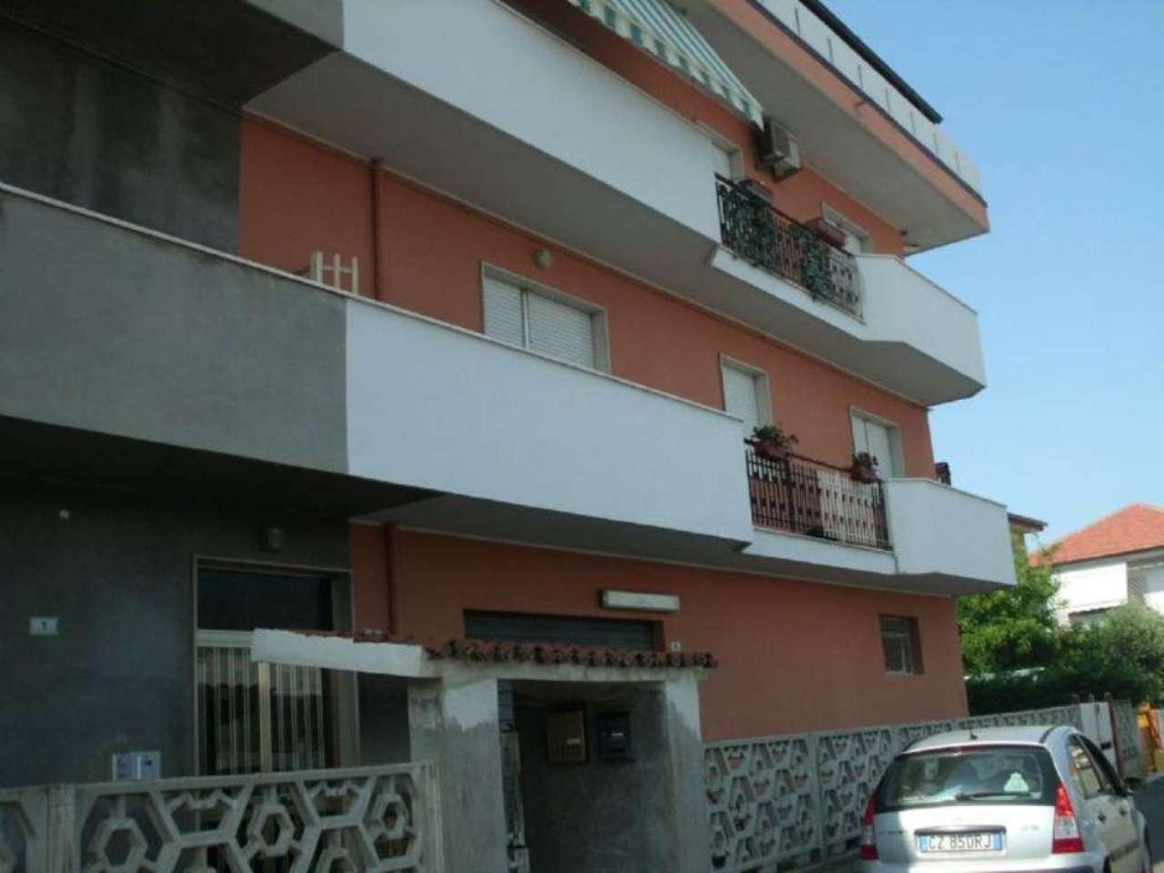 Ufficio / Studio in affitto a Montesilvano, 1 locali, prezzo € 300 | Cambio Casa.it