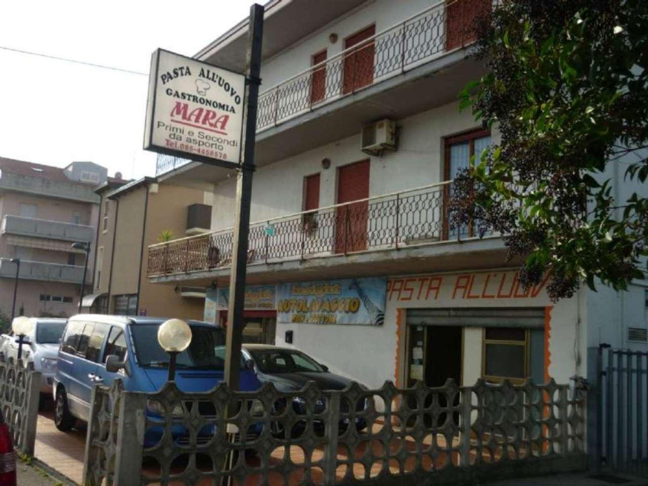 Negozio / Locale in affitto a Montesilvano, 2 locali, prezzo € 600 | CambioCasa.it