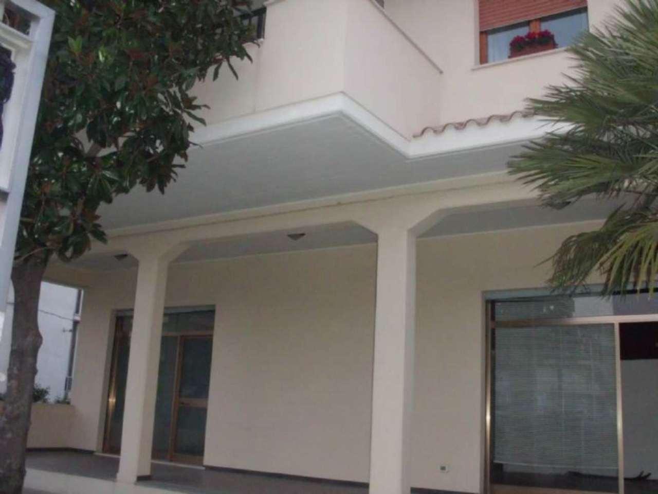 Negozio / Locale in affitto a Montesilvano, 2 locali, prezzo € 800 | Cambio Casa.it