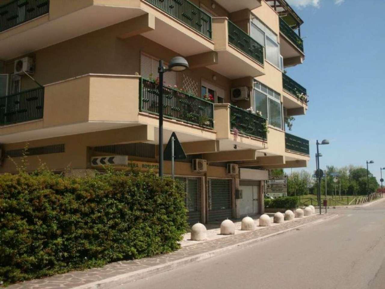 Negozio / Locale in affitto a Montesilvano, 1 locali, prezzo € 400   Cambio Casa.it