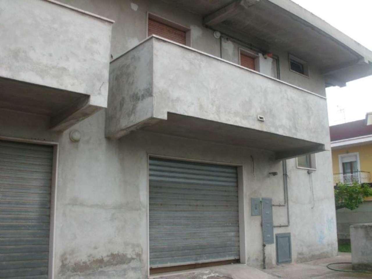 Negozio / Locale in affitto a Montesilvano, 2 locali, prezzo € 700 | CambioCasa.it