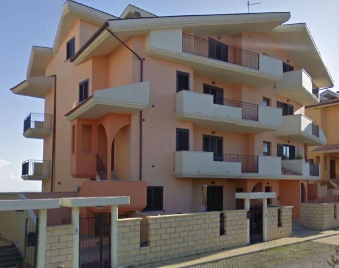 Soluzione Indipendente in affitto a Penne, 5 locali, prezzo € 380 | Cambio Casa.it