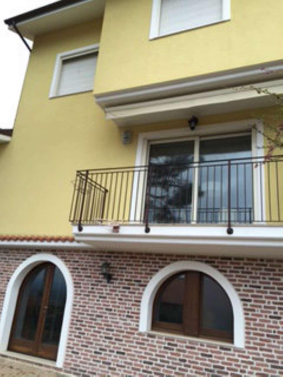 Villa Bifamiliare in Affitto a Città Sant'Angelo