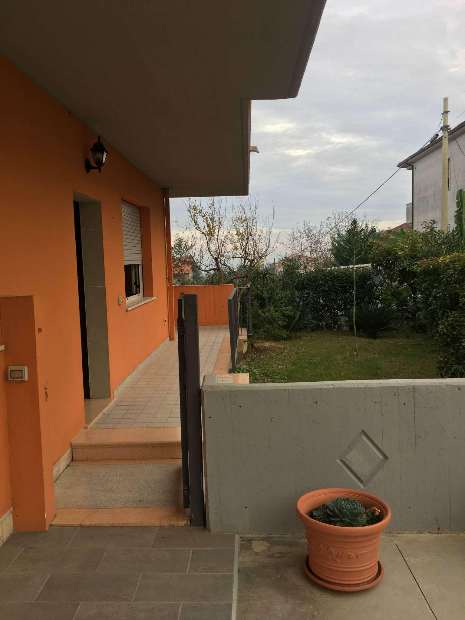Appartamento in affitto a Collecorvino, 5 locali, prezzo € 450 | Cambio Casa.it