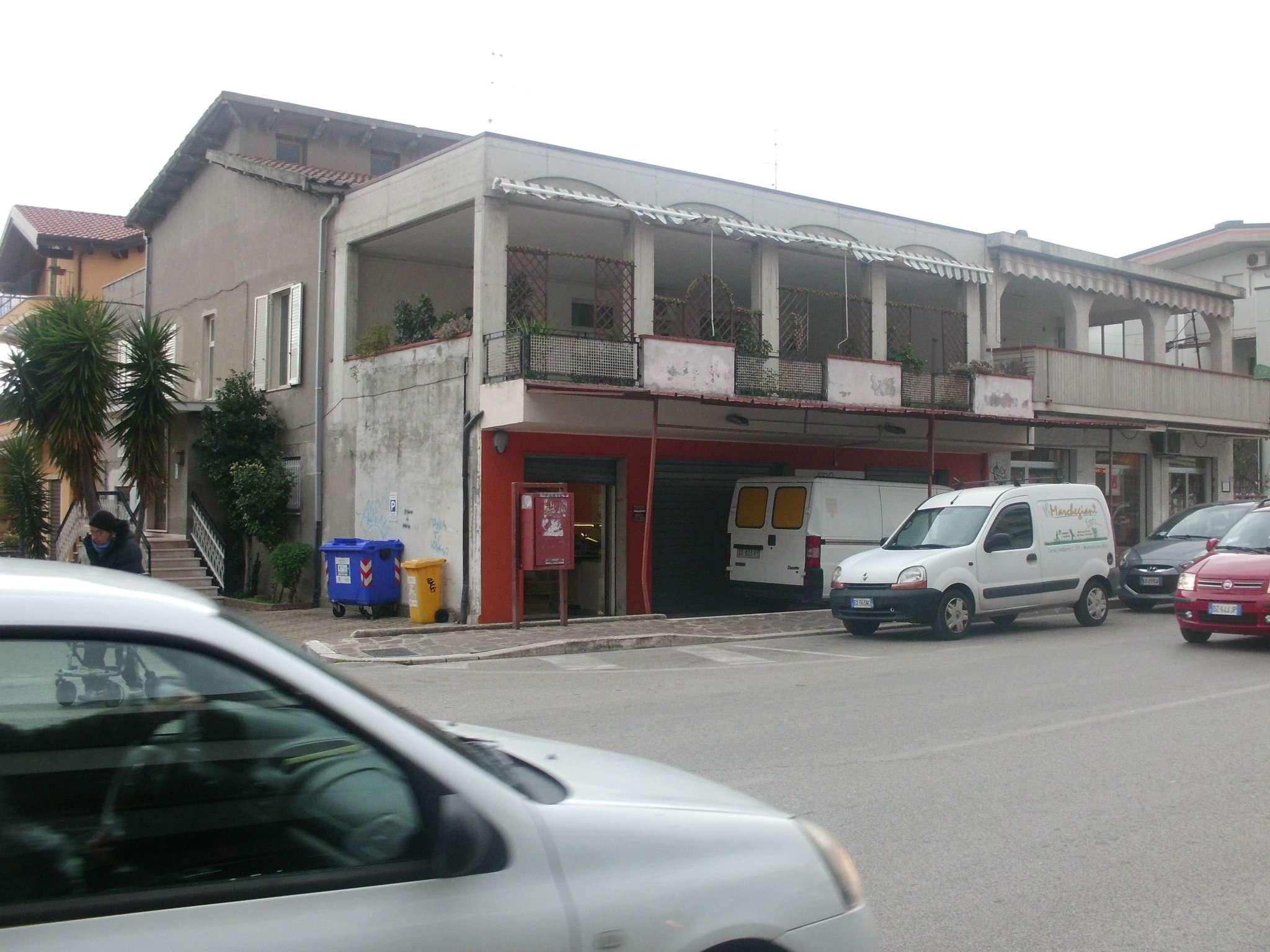Negozio / Locale in affitto a Montesilvano, 2 locali, prezzo € 1.500 | Cambio Casa.it