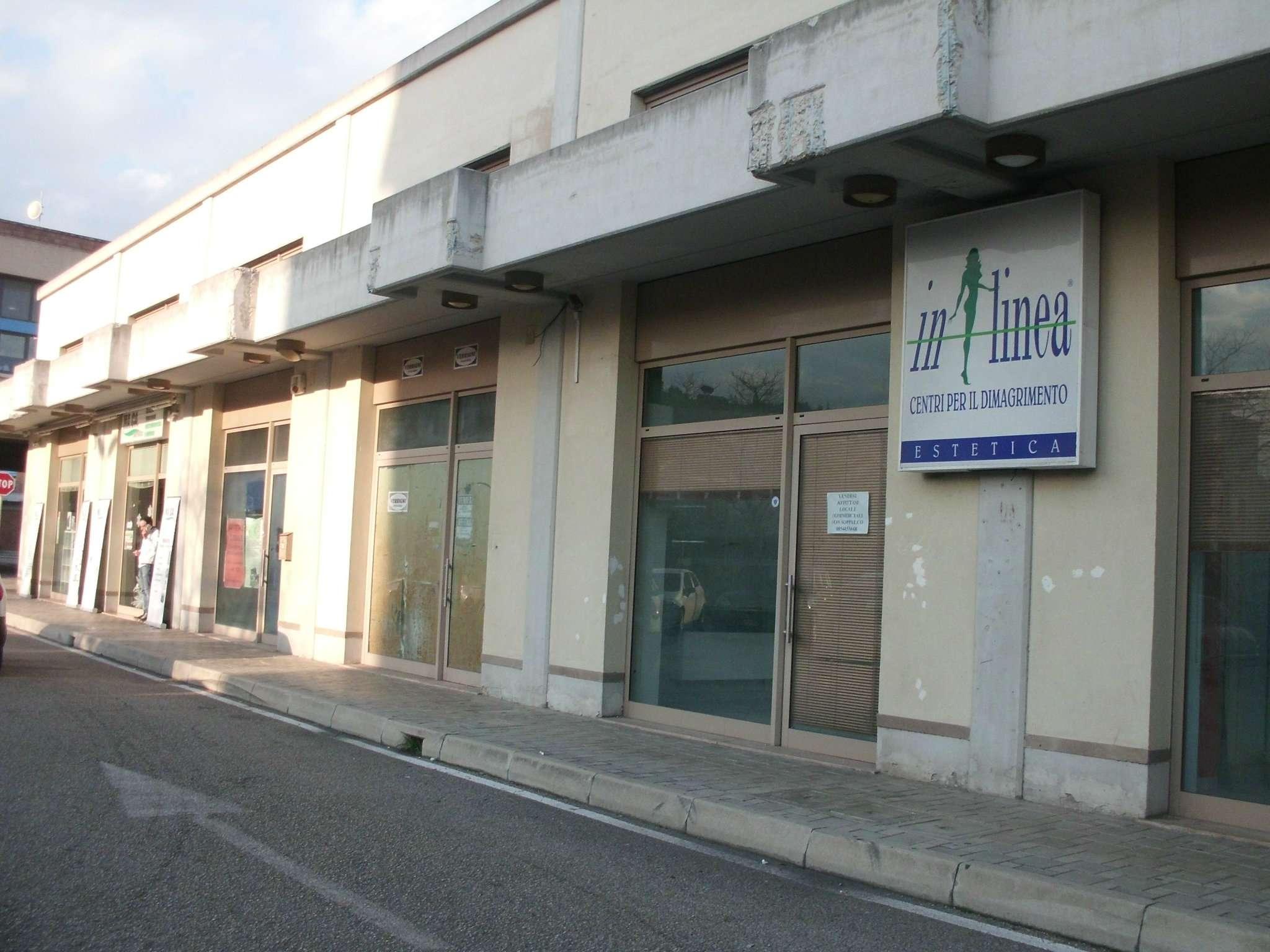 Negozio / Locale in affitto a Montesilvano, 5 locali, prezzo € 900 | Cambio Casa.it